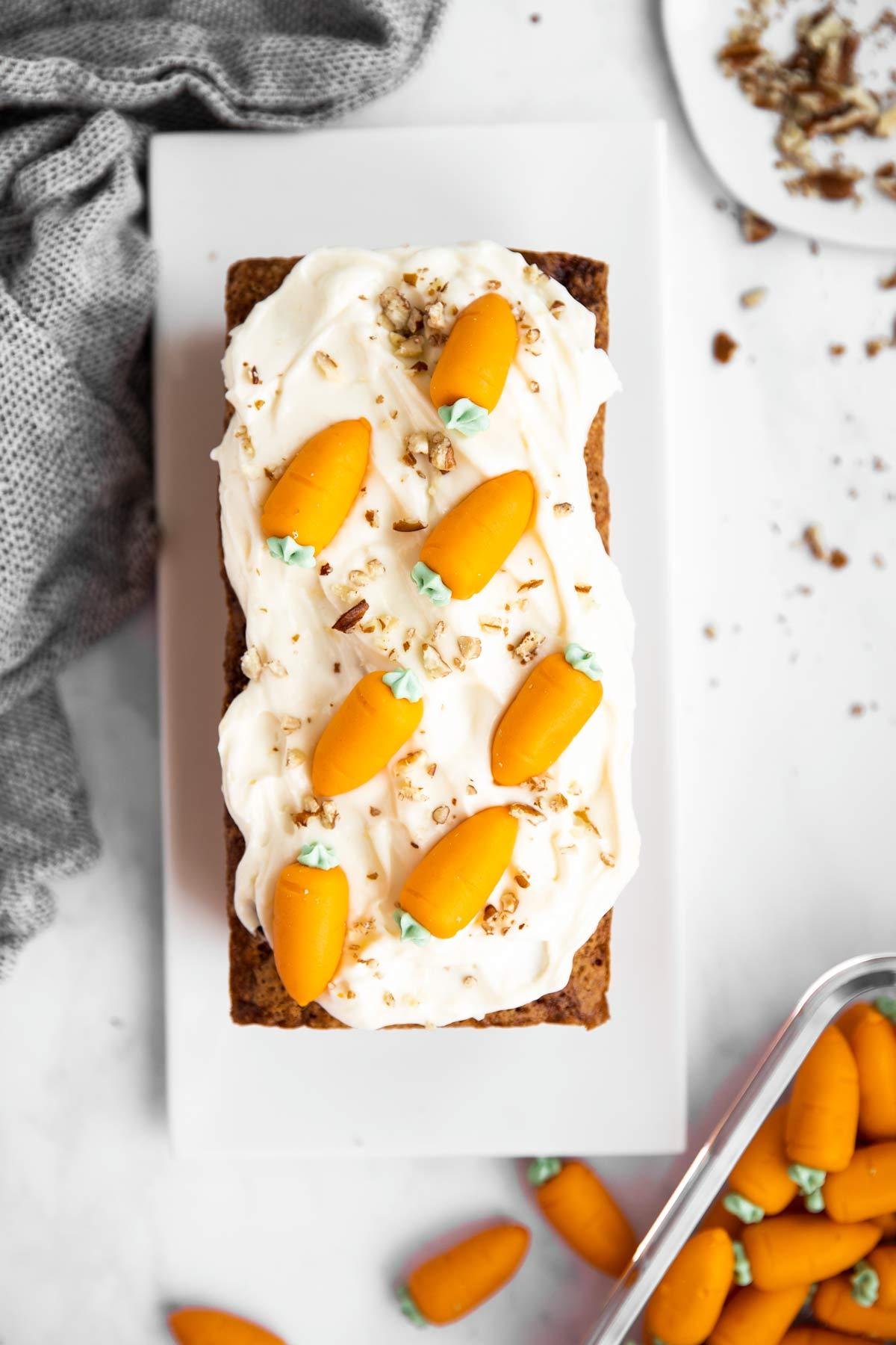 dekorierter Karottenkuchen von Oben